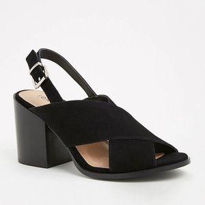 Torrid Criss Cross Stacked Heel Black 9.5 (WIDE)
